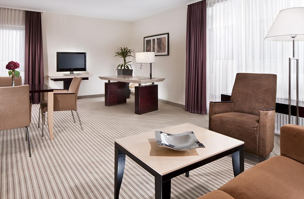 ma geschneidertes licht f r hotels und gastronomie lampen und licht design licht design. Black Bedroom Furniture Sets. Home Design Ideas
