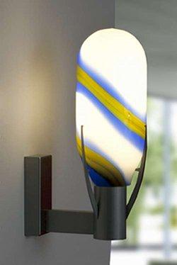 wandlampe aus mundgeblasenen überfang glass von dem lampen designer thomas zern